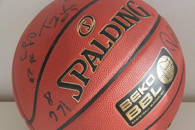 Basketball-Ratiopharm-Ulm-signiert
