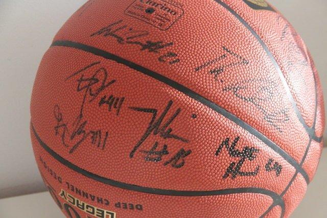 ratiopharm-ulm-basketball-signiert