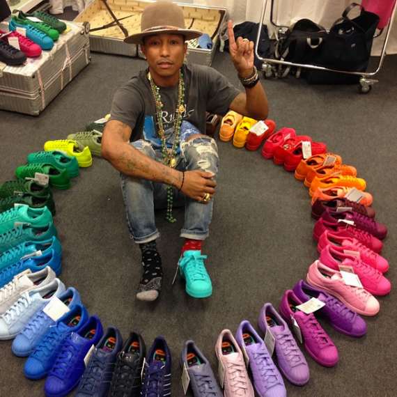 pharrell-rainbow-stan-smith-570x570
