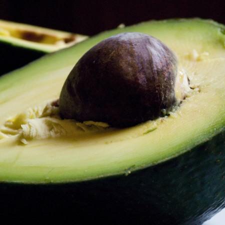 lebensmittel-kalorien-verbrennen-avocado