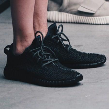 adidas-yeezy-350-boost-black-fall-2105-681x454