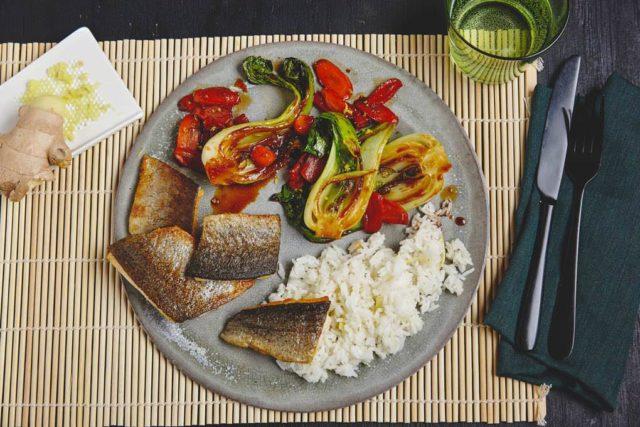 Gebratene-Forelle-mit-Pak-Choi-Gemuese-und-Ingwer-Reis