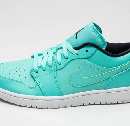 air-jordan-1-low-hyper-turquoise-1
