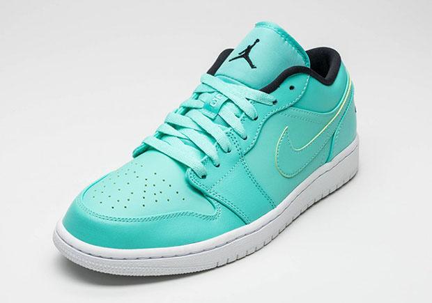 air-jordan-1-low-hyper-turquoise-2