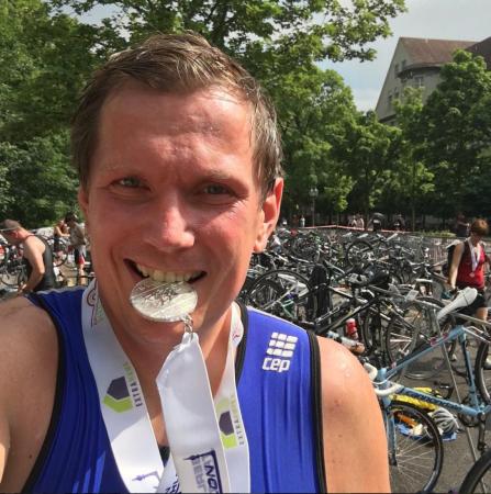 Berlin-Triathlon-Finish-Ziel-Medaille