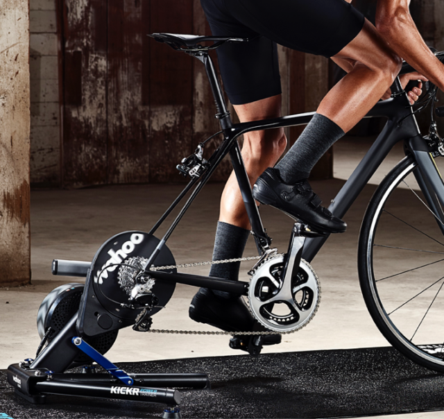Statisches Fahrrad zum Abnehmen der Beine