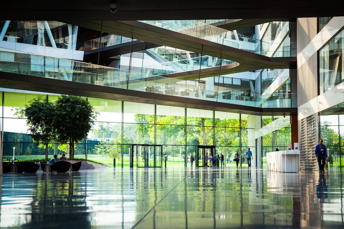 adidas HQ Herzogenaurauch. Einblicke in die Drei Steifen