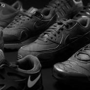 Foot Locker: Roshe Run, Huarache und Co. in der Triple Black Kollektion