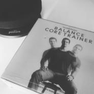 Gesunder Rücken im Büro. Mit dem Balance Core Trainer Übungen beim Sitzen ausführen