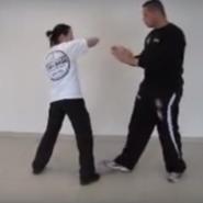 Krav Maga: Spezielles Selbstverteidigungs-Training für Frauen